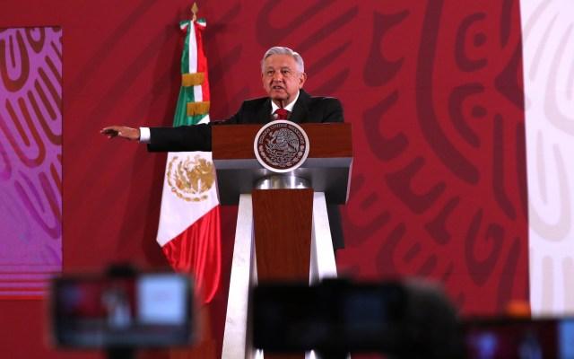 """López Obrador ve un """"homenaje"""" en el polémico cuadro de Zapata en tacones - Andrés Manuel López Obrador en conferencia matutina."""