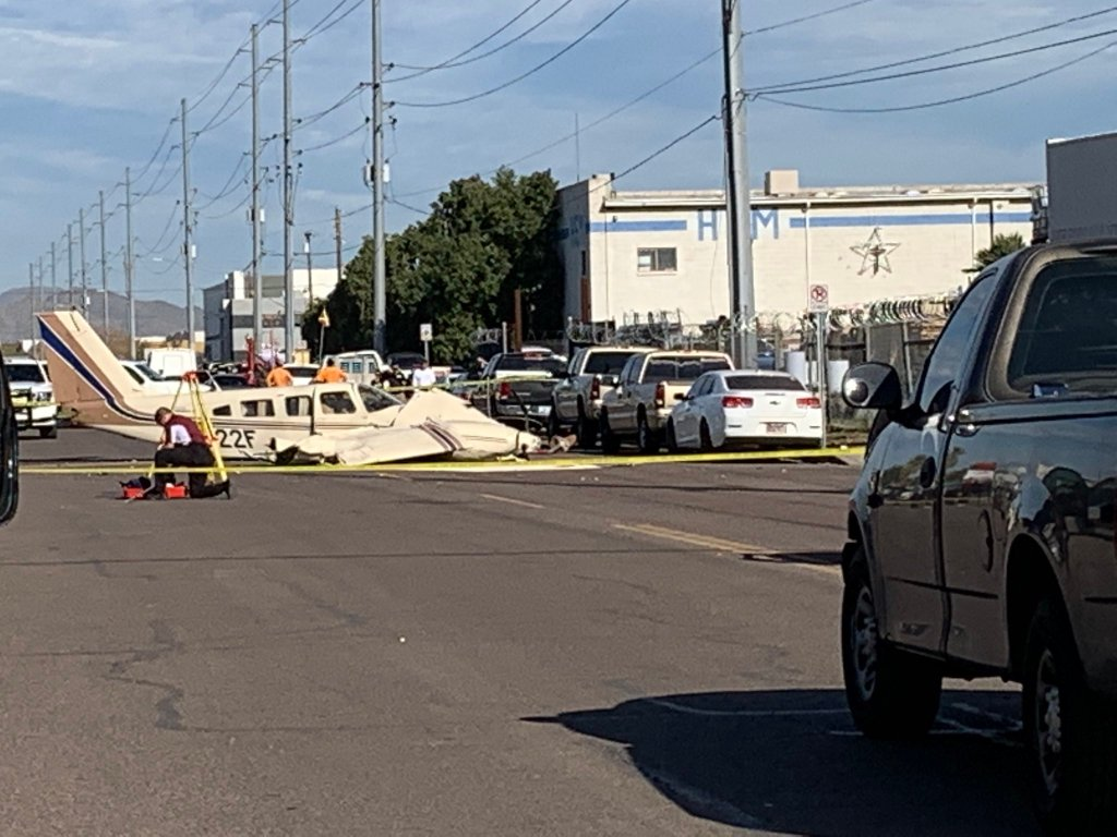#Video Avión aterriza de emergencia en calle de Arizona - Arizona avión aterrizaje emergencia Estados Unidos