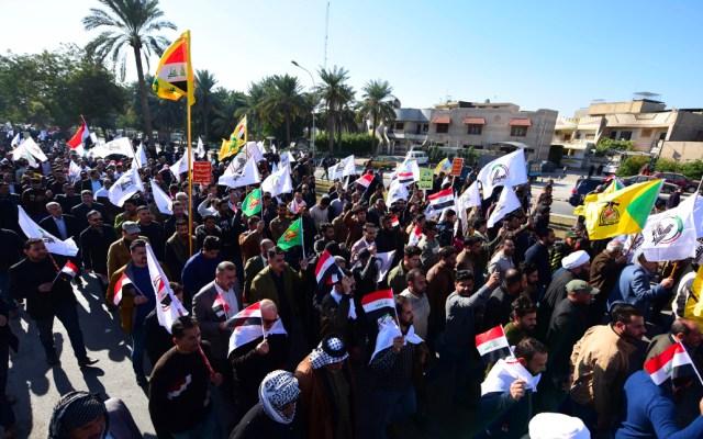 """Estados Unidos envía """"fuerzas adicionales"""" para reforzar embajada en Bagdad - Cientos de simpatizantes y miembros de milicias chiíes a la legación diplomática en la capital iraquí"""