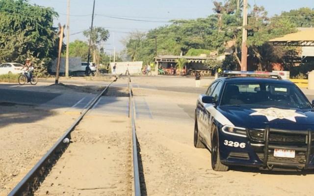 Maestros de la CNTE bloquean vías del tren en Lázaro Cárdenas, Michoacán, por cuarto día consecutivo - Foto de @BlancaP16064042