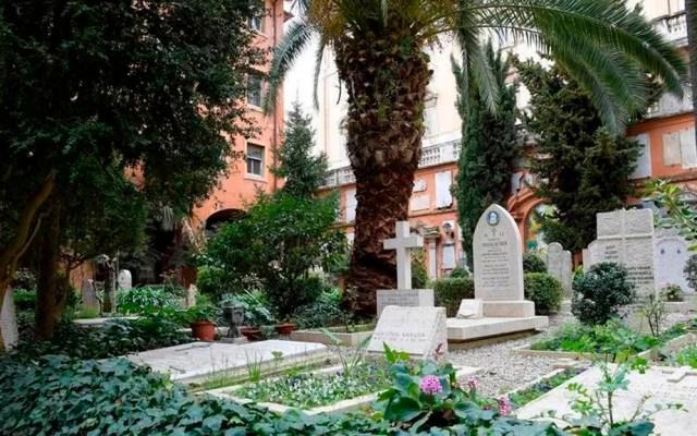"""Depositan cenizas de niño en el Vaticano porque quería """"estar junto al papa"""" - Cementerio Teutónico donde reposan las cenizas de 'Tomasito'. Foto de La Stampa"""