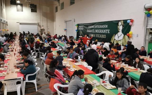 Vigilan brote de varicela en centro para migrantes en Juárez - Centro Integrador para el Migrante Leona Vicario durante la cena de Navidad. Foto de STPS.