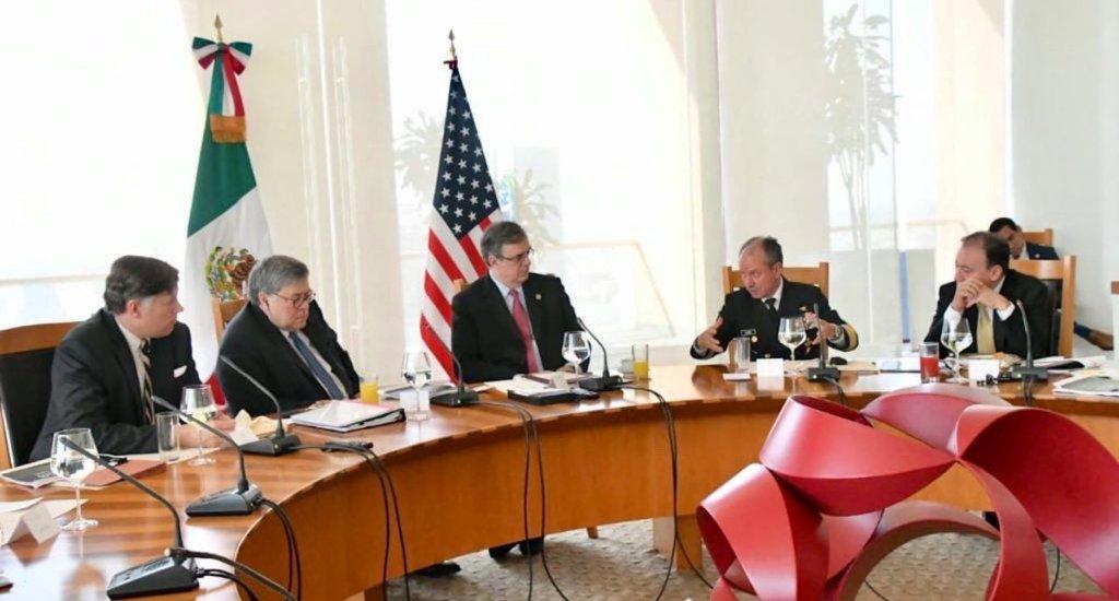 AMLO confirma segunda reunión con el fiscal general William Barr - El embajador Christopher Landau, acompañado del fiscal William Barr, en reunión con el gabinete de seguridad mexicano. Foto de @USAmbMex