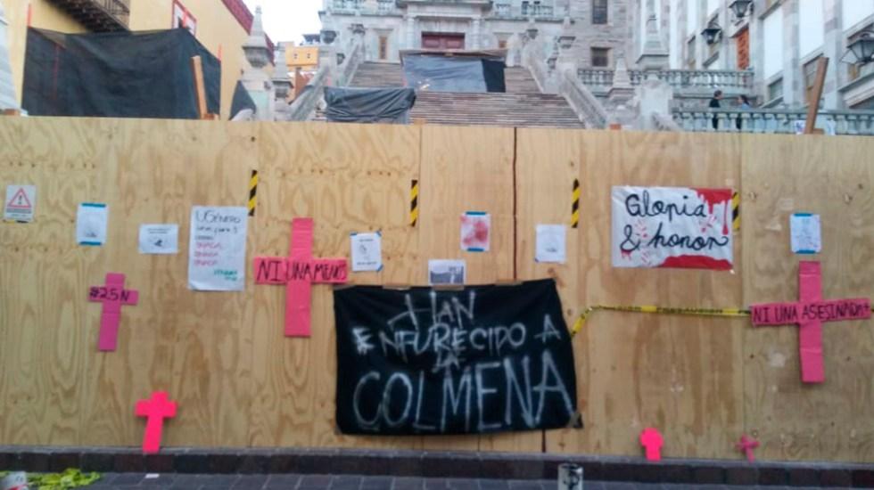 Vuelven a tomar la Universidad de Guanajuato por muerte de alumna - Consignas contra la violencia de género en la UG. Foto de Milenio