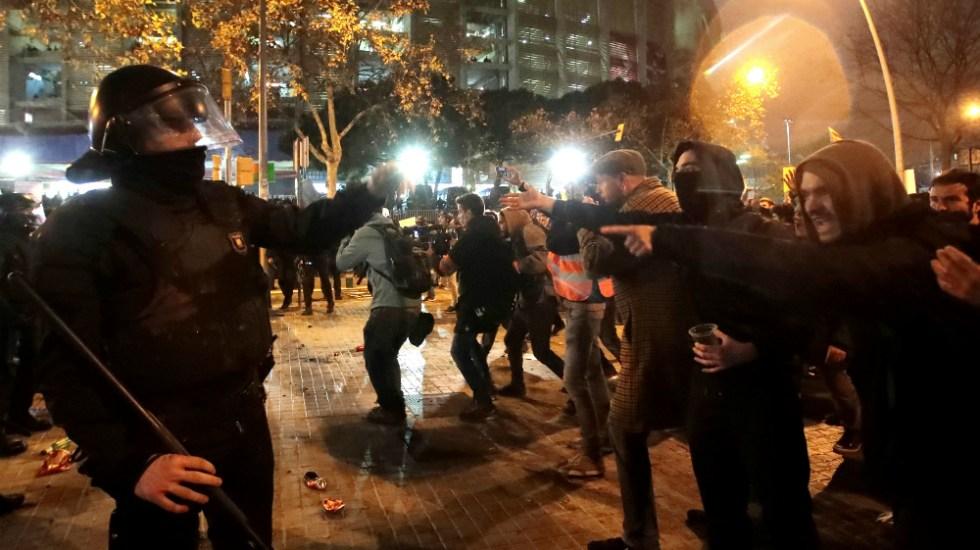 Al menos 21 heridos en disturbios junto al Camp Nou durante el Clásico - Foto de EFE