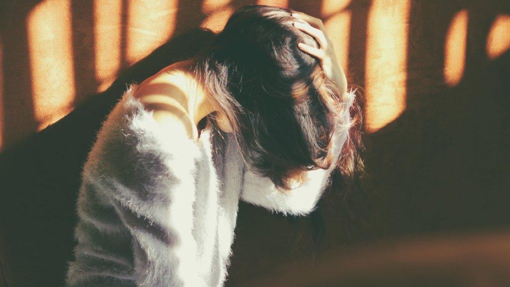 Uso moderado de la calefacción evita el dolor de cabeza - Dolor de Cabeza. Foto de Carolina Heza on Unsplash.