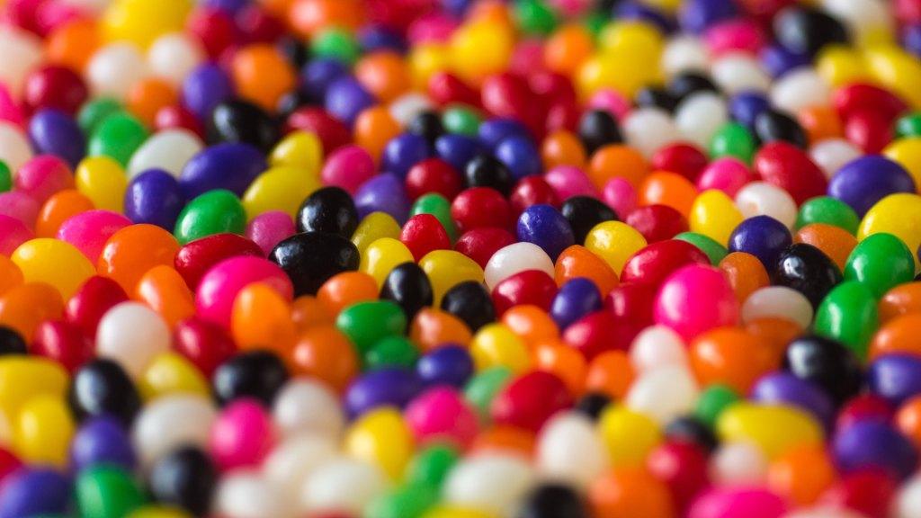 Evita los dulces si quieres evitar la tristeza navideña - Dulces. Foto de Patrick Fore para Unsplash.