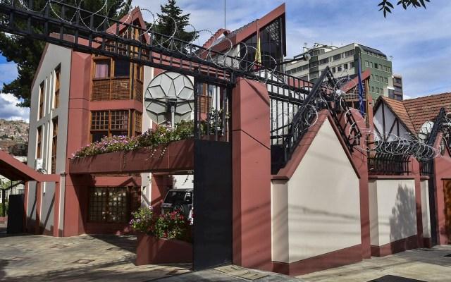 Calma en la embajada española y vigilia en la sede mexicana en Bolivia - Vista de la Embajada de España este lunes, en La Paz. Foto de EFE/ Stringer