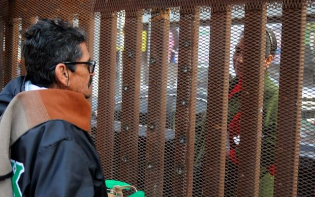 Migrantes se reúnen con familiares en muro fronterizo para celebrar fechas decembrinas - Migrantes se reúnen con familiares en muro fronterizo para celebrar fechas decembrinas