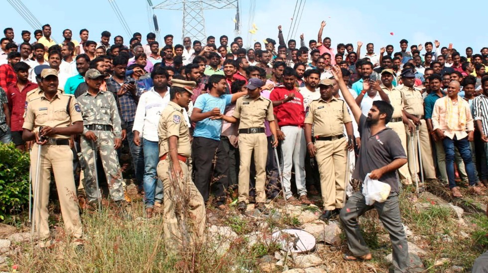 Policías de la India abaten a violadores y homicidas de joven veterinaria - Festejo en India por violadores abatidos por la Policía. Foto de EFE