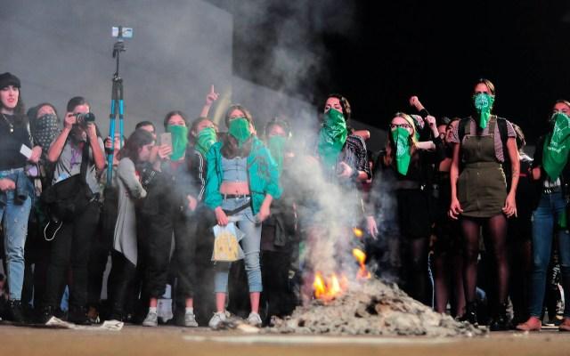 Pañuelos verdes inundan la FIL de Guadalajara - FIL Guadalajara pañuelos verdes feministas