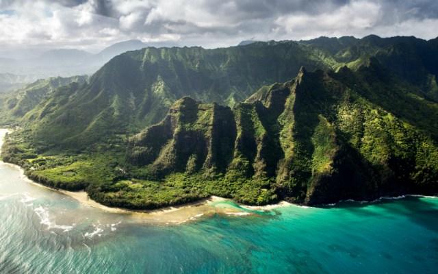 Encuentran restos de personas que viajaban en helicóptero accidentado en Hawaii - Foto de Braden Jarvis para Unsplash