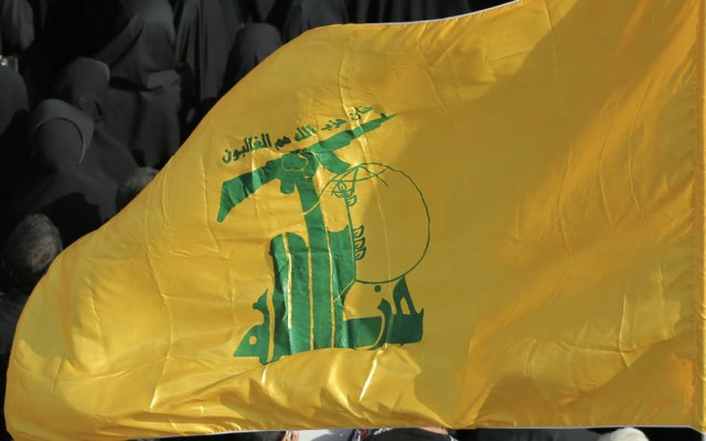Acusan a lingüista del Pentágono de filtrar información a Hezbollah - Hezbolá bandera