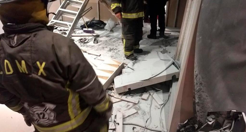 Explosión en Parque Delta deja 13 personas heridas - Labores de bomberos en Plaza Delta. Foto de @Vulcano_Oficial