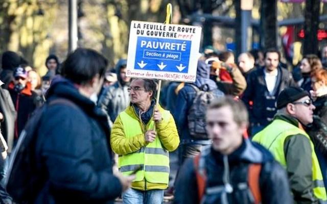 Chalecos amarillos marchan en París en tercer día de huelga - Chalecos amarillos marchan en París en tercer día de huelga