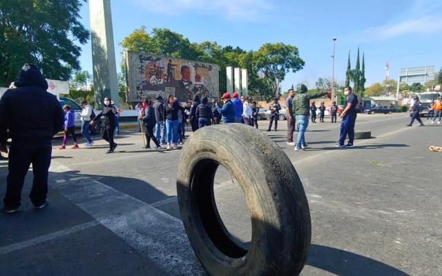 Manifestantes bloquean carreteras en Oaxaca por falta de elecciones - Bloqueos en San Sebastián Tutla