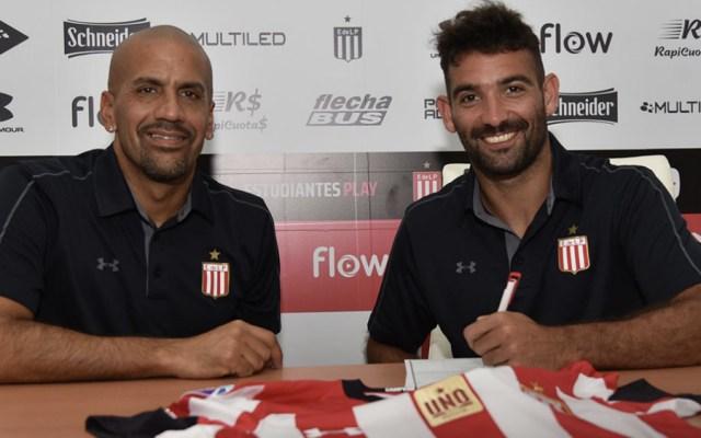 Martín Cauteruccio firma con Estudiantes de la Plata - Foto de @EdelpOficial