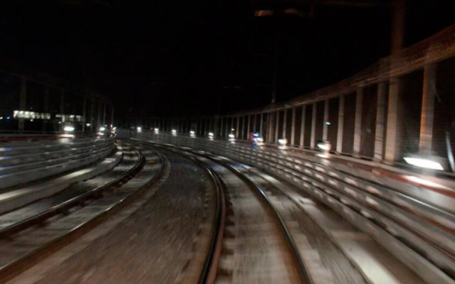 Detienen a hombre que intentaba robar cable en el Metro - Foto de Metrocdmx