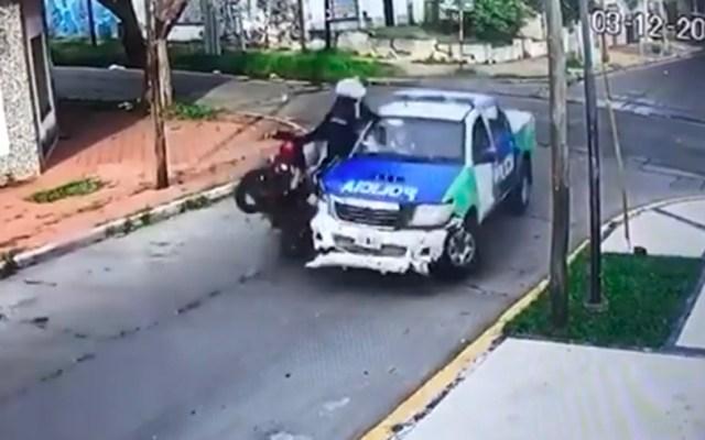 #Video Persecución en Argentina termina con asaltante muerto y dos más heridos - Chocan delincuentes contra patrulla.