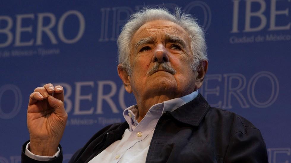 """José Mujica se encuentra """"bien y despierto"""" tras endoscopia - El expresidente de Uruguay, José Mujica, recibió el Doctorado Honoris Causa en la Universidad Iberoamericana, campus Ciudad de México. Antes ofreció una conferencia de prensa en el Aula Magna San Ignacio de Loyola. Foto de Notimex"""