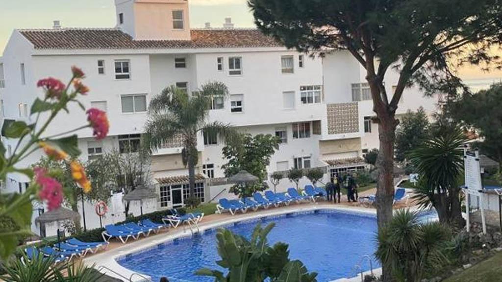 Hombre e hijos mueren ahogados en alberca en España - Piscina mijas España ahogados