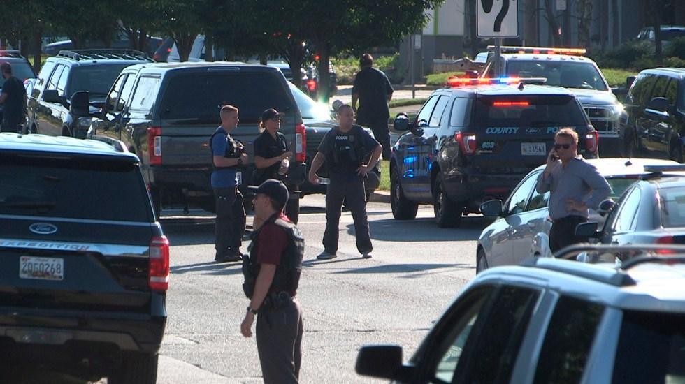 Suman cuatro muertos por tiroteo en base naval de Florida - Policías en base naval de Pensacola, Florida. Foto de EFE