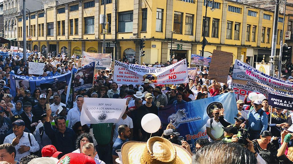 Protesta a favor y en contra de la 'Ley Varela'. Foto de @azcarmx