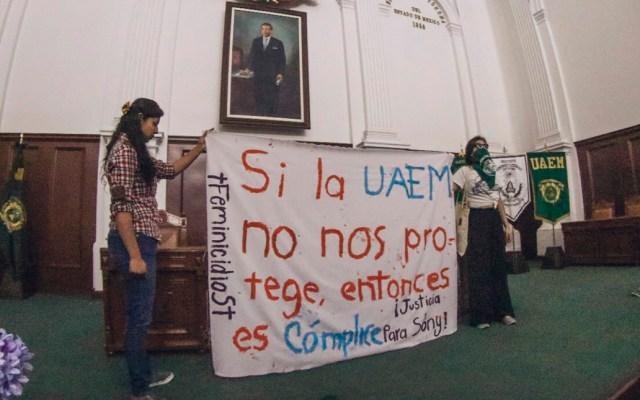 Alumnos UAEM amagan con paro tras feminicidio de directora de ballet folclórico - Protesta de alumnos de la UAEM por feminicidio de la maestra de danza Sonia Pérez. Foto de @lanoconsejeria