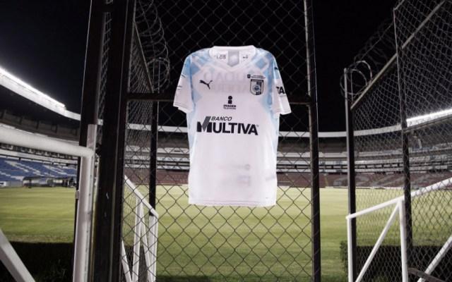Aprueban cambio de dueños del Club Querétaro - En la foto, una camisa de los Gallos Blancos de Querétaro. Foto de Club Querétaro