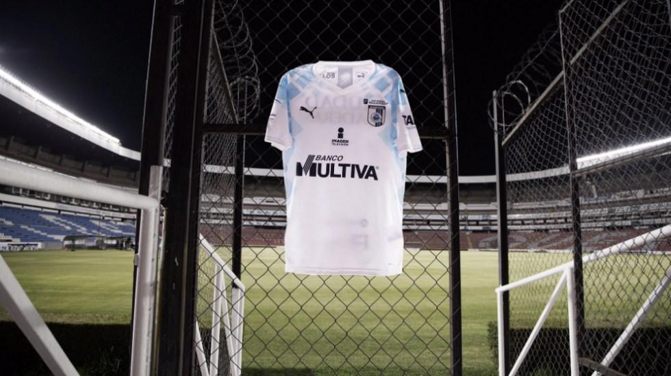 La multipropiedad está salvando al futbol mexicano: Raúl Orvañanos - En la foto, una camisa de los Gallos Blancos de Querétaro. Foto de Club Querétaro