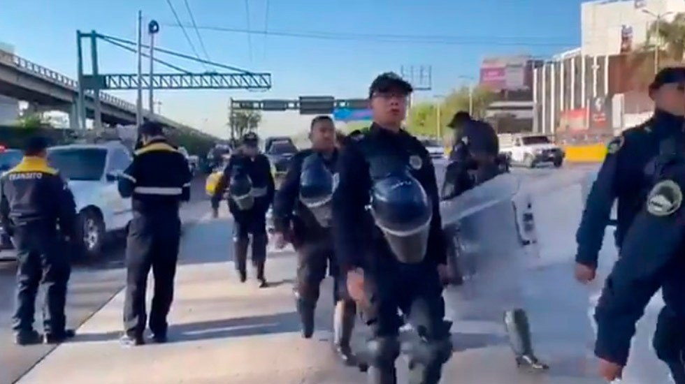 Policías capitalinos se retiran del AICM tras amenaza de bloqueo - Retiro de policías del AICM. Foto de EfektoTv