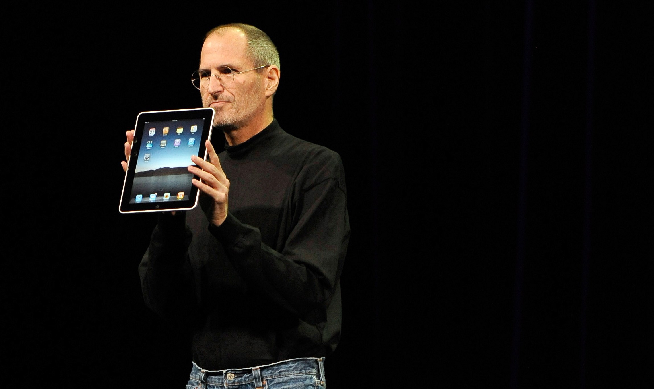 El CEO y cofundador de Apple Inc., Steve Jobs, presenta el iPad. un evento de Apple en el Yerba Buena Center for the Arts Theatre en San Francisco, California, EE. UU., 27 de enero de 2010. Foto de EFE/EPA/JOHN G. MABANGLO.