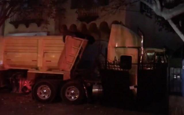 Tráiler choca y destroza barda de vivienda en la Condesa - trailer choque Condesa CDX