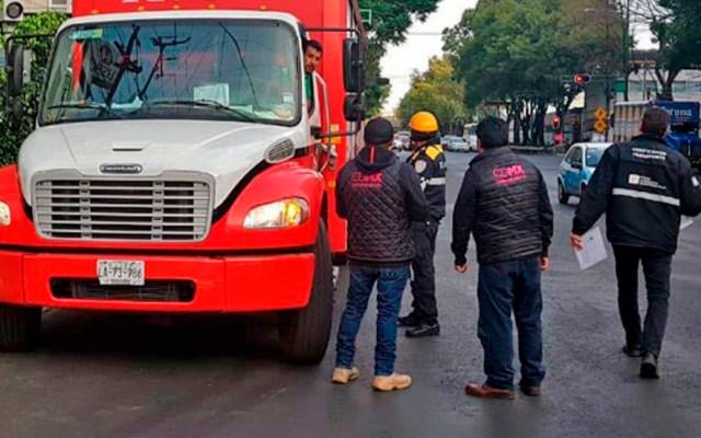 Anuncian nuevas reglas para el transporte de carga en el Valle de México - Transporte de carga detenido por autoridades de la CDMX. Foto de Revista Transportes y Turismo