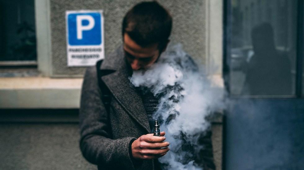 Instagram prohíbe a influencers promocionar cigarros electrónicos - Uso de cigarros electrónicos. Foto de Ciprian Tudor / Unsplash
