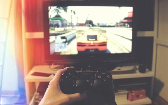 Videojuegos ayudan a contrarrestar padecimientos en adultos mayores - Videojuegos juegos control