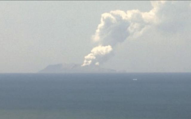 Volcán Whakaari hace erupción en Nueva Zelanda - Captura de pantalla