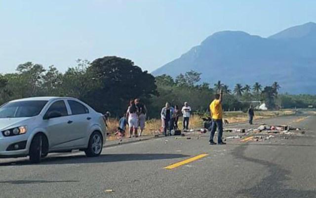 Accidente carretero deja un muerto y al menos 10 heridos en Oaxaca - Accidente carretero deja un muerto y al menos 10 heridos en Oaxaca