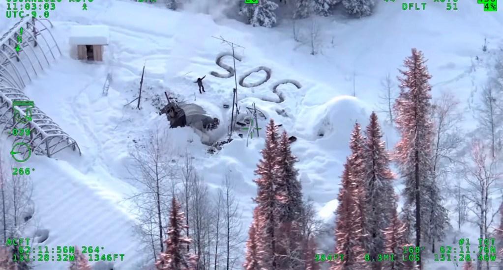 Rescatan a hombre que sobrevivió 23 días atrapado en la nieve de Alaska - La policía de Alaska rescató a un hombre que sobrevivió 23 en la nieve de Alaska. Foto de la Policía de Alaska