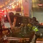 Volcadura en Circuito Interior deja dos personas muertas