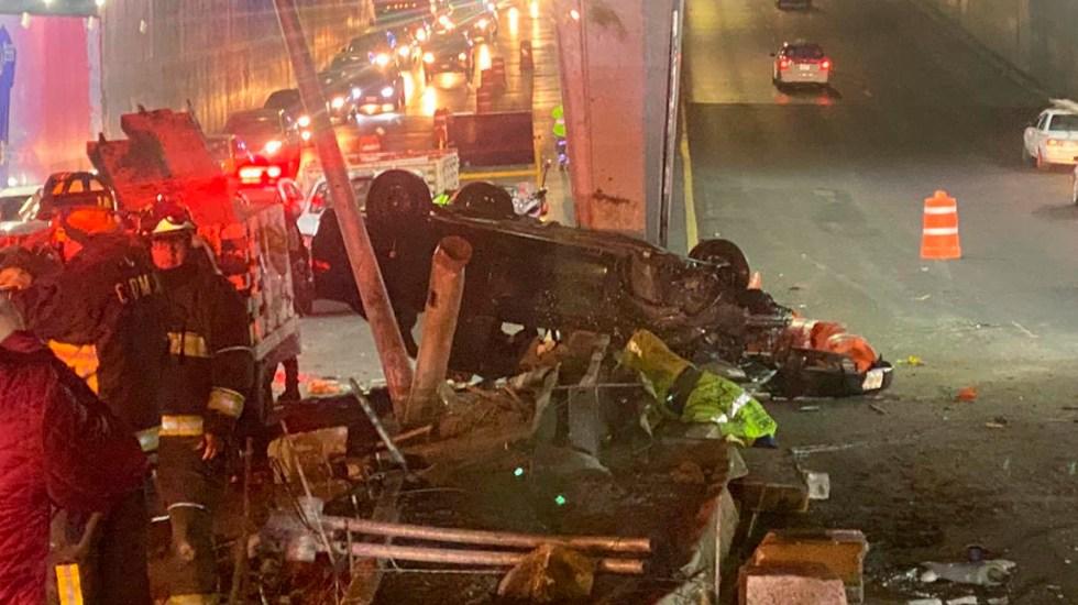 Volcadura en Circuito Interior deja dos personas muertas - Auto volcado sobre Circuito Interior y Marina Nacional. Foto de @sandovalvictor