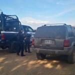 Aseguran vehículo con blindaje artesanal en Aguililla, Michoacán