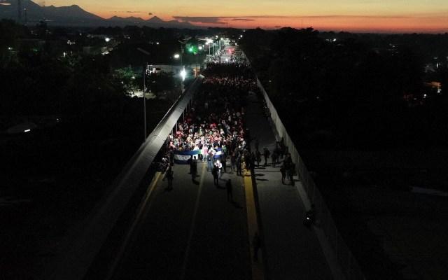 Caravana migrante cruza el río Suchiate - Fotografía del 20 de enero tomada desde un dron que muestra la llegada de migrantes hondureños a la frontera con México, este lunes, en Ciudad Hidalgo. Foto de EFE/ Ulises Andrade.