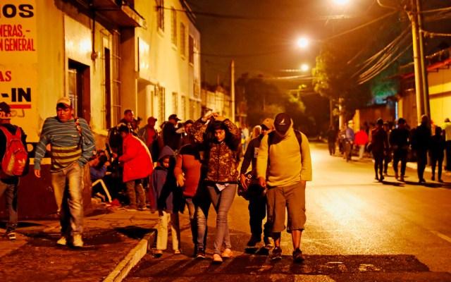 Más de 820 hondureños de la caravana pasan la frontera de Guatemala y México - Más de 730 hondureños de la caravana lograron cruzar a México este sábado