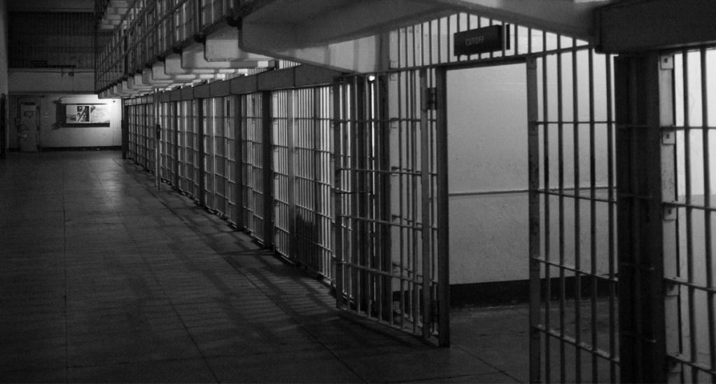 Suman 625 casos de COVID-19 en cárceles de México - La FGE de Sinaloa informó que el responsable de intento de feminicidio de una mujer y su hija, en el municipio de Mazatlán, ya fue sentenciado a 49 años y dos meses de cárcel