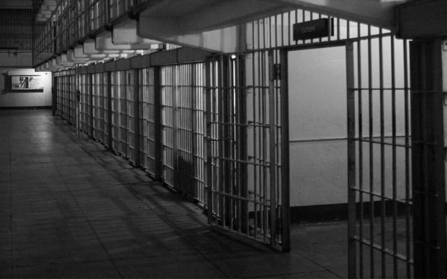 Vinculan a proceso a exfuncionario de Puerto Vallarta por corrupción de menores - La FGE de Sinaloa informó que el responsable de intento de feminicidio de una mujer y su hija, en el municipio de Mazatlán, ya fue sentenciado a 49 años y dos meses de cárcel