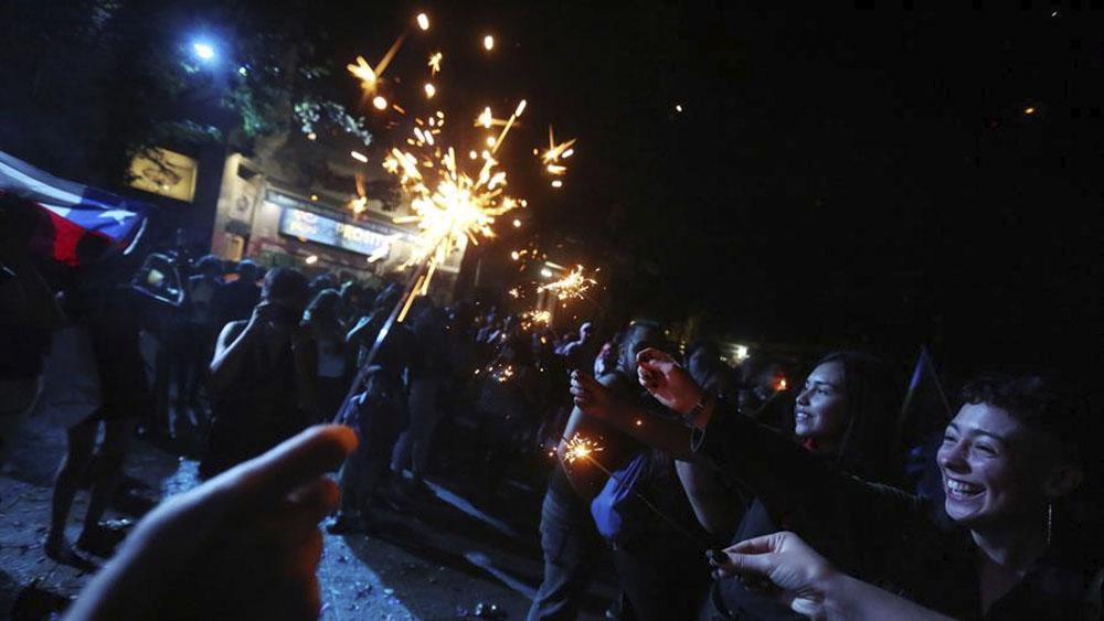 celebran Año Nuevo en zona cero de las protestas en Chile