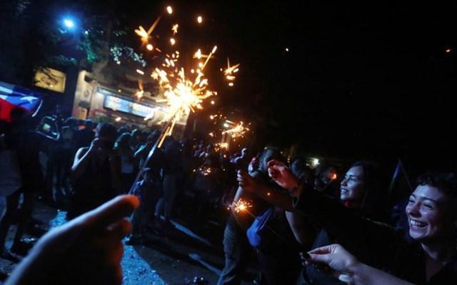 Celebran Año Nuevo en zona cero de protestas en Chile - celebran Año Nuevo en zona cero de las protestas en Chile