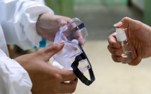 Suman 80 muertos y 2 mil 744 infectados por nuevo coronavirus en China - Atención al coronavirus en China. Foto de EFE/EPA/YUAN ZHENG