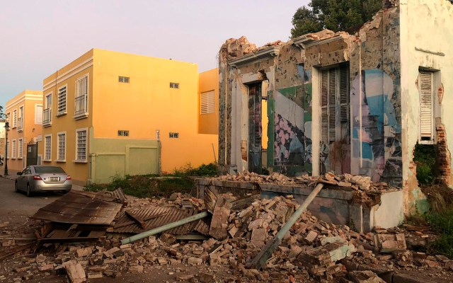 Confirman primera muerte por temblor en Puerto Rico - Daños a construcción deshabitada por sismo en Ponce, Puerto Rico. Foto de @VoceroPR